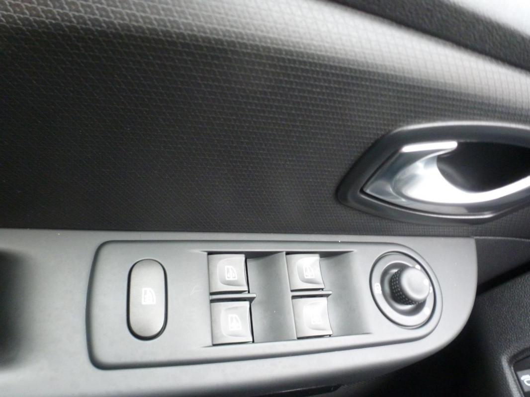Renault Clio IV TCe 120 Intens EDC